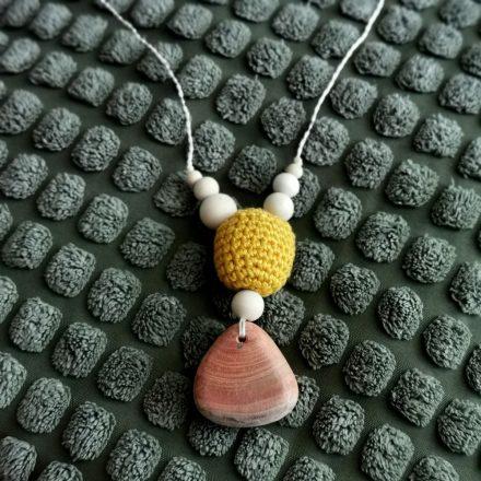 Baba-mama nyaklánc kézzel faragott boróka fával - esőcsepp