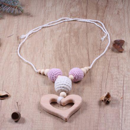 Baba-mama nyaklánc szív alakú natúr fával, horgolt golyókkal